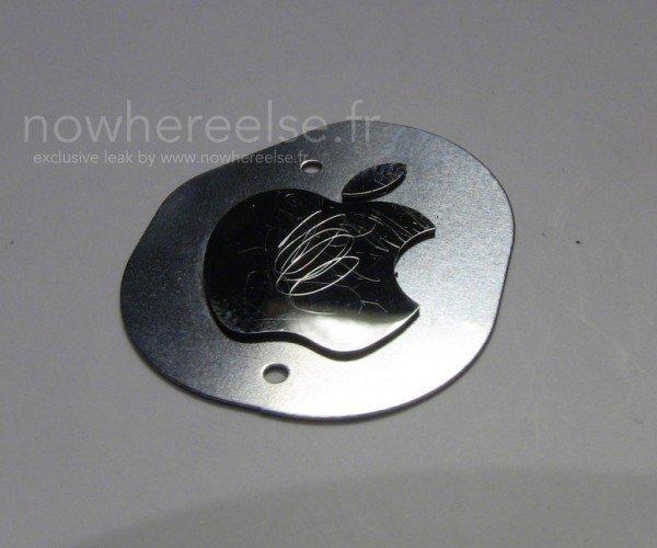 法國網站曾經流出過 iPhone 6 的疑似金屬蘋果標誌,未知是否以同樣標誌用於 iPad 了。