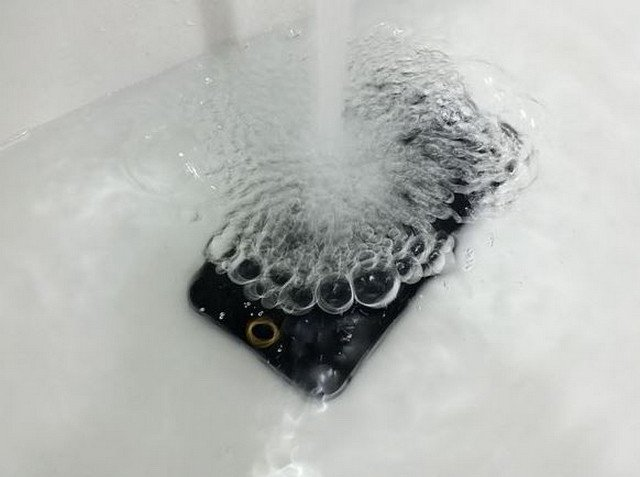 iphone-6-water-proof