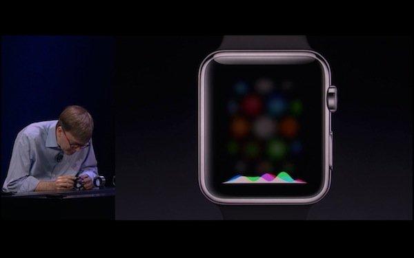 ▲Apple Watch內建有收音咪,可以連至iPhone做Siri的功能。