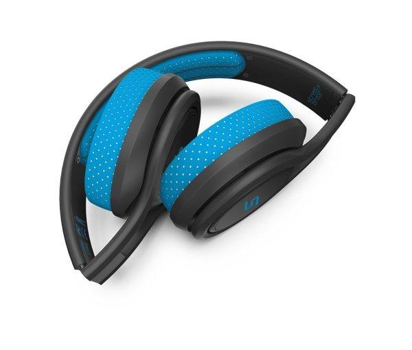 ▲摺起收藏可以保護耳機單元。