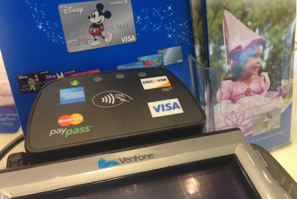 apple-retail-store-disney-nfc-pay-for-iphone-6_02