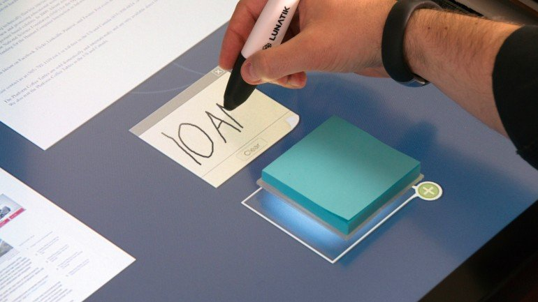 ideum-dynamic-desktop-tangible-touch-table-3