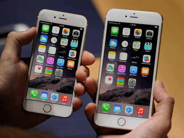 自蘋果官方公佈數量之後,華爾街大幅提升 iPhone 6 的預售預期,這是兩款 iPhone 6 的上手相片。