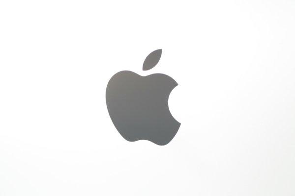 ▲可能是按比例放大,這個 Apple Logo 尺寸顯得份外大。