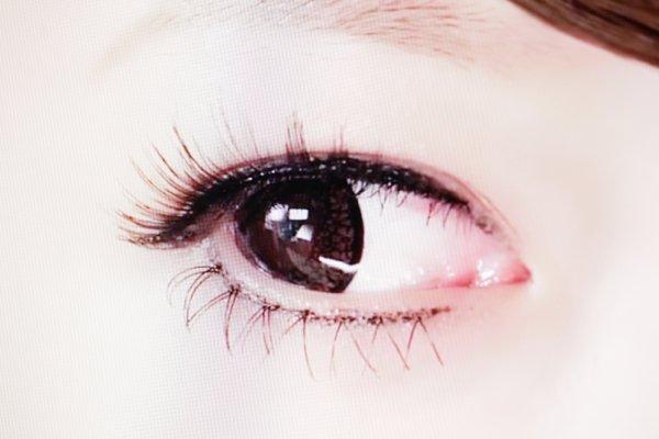 ▲就算用微距鏡拍攝眼睛特寫,眼睫毛很清晰,沒有出現「狗牙」。