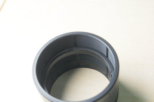 ▲遮光罩設計巧妙,分成內外兩個部分,外面是遮光罩,內部是鏡頭接環。