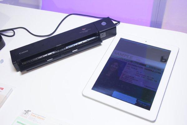 ▲用 iPad 3 代做對比,以掃瞄器而言,已經是細了幾個碼。