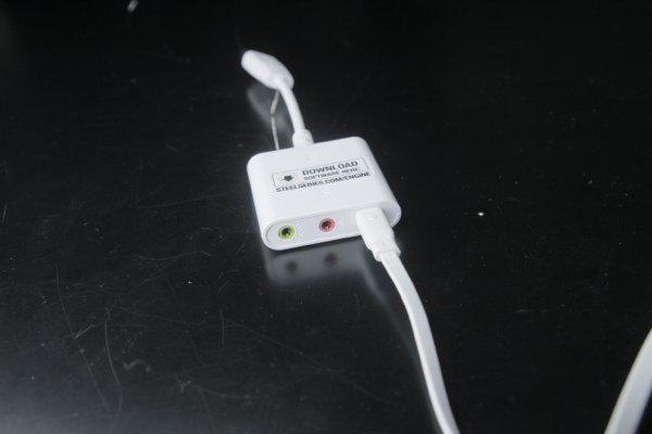 ▲ 除了 Siberia Elite Prism 外,它還可以接上其他耳機。