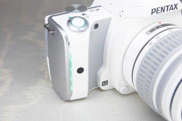 ▲在多個重要操作鍵都有 LED 背光燈。