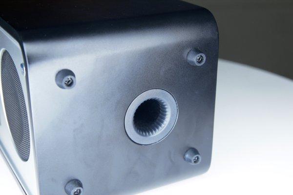 ▲機底有低音反導管。