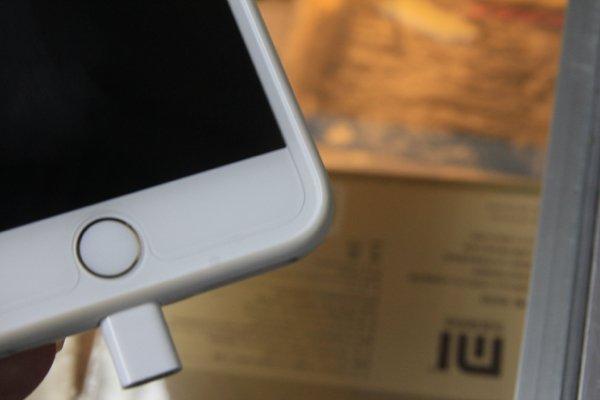 ▲這塊是小筆之前用的玻璃保護貼,不能完全覆蓋 iPhone 6 Plus 機面。