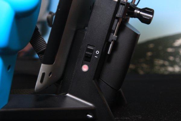 ▲背面是 Wi-Fi 訊號增強器的開關。