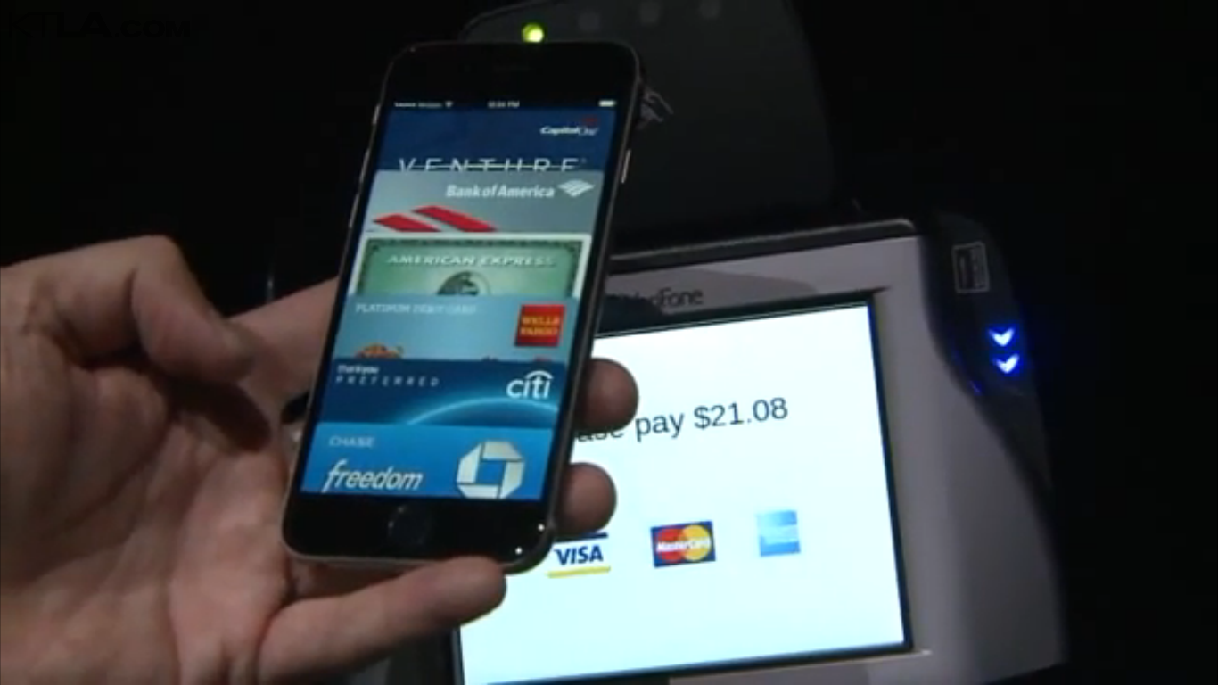 eddy-cue-plays-apple-pay_01