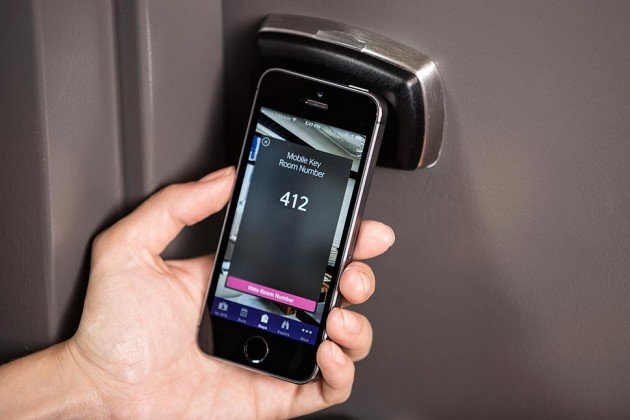 iphone-6-become-hotel-room-keys-in-starwood-hotel_00