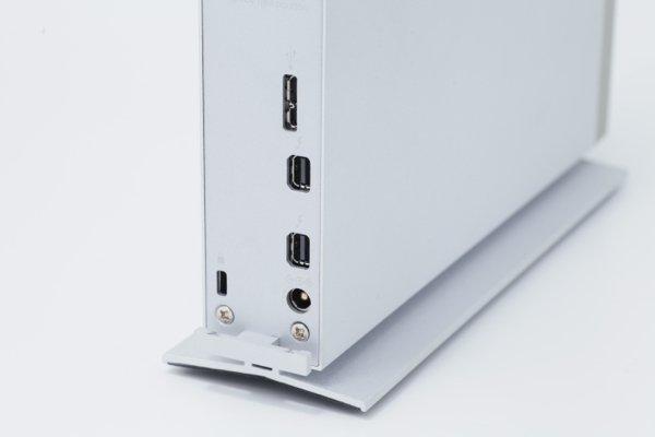 ▲基本有一個 USB 3.0 及 2 個 Thunderbolt 2 插頭。