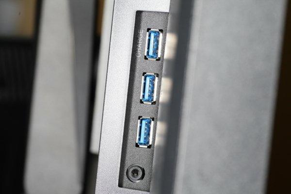 ▲有 3 個USB 插口。