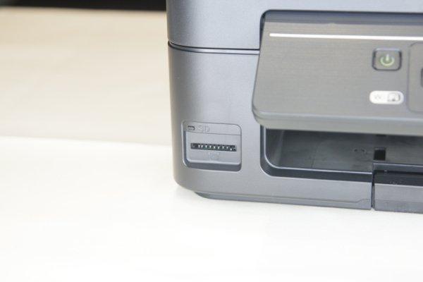 ▲直接插 SD 卡打印,比以往更方便。