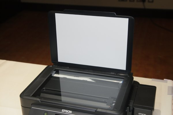 ▲L455是三合一打印機,可以影印、打印及掃瞄。