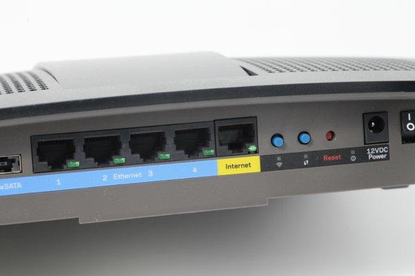 ▲以 LAN 接駁的話,可以接駁 4 部電腦。