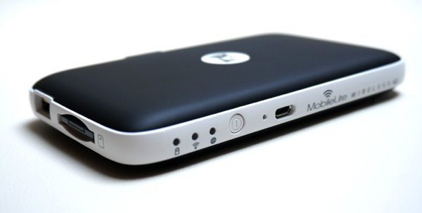 ▲機側有顯示燈、開關掣及 Micro-USB 插口。