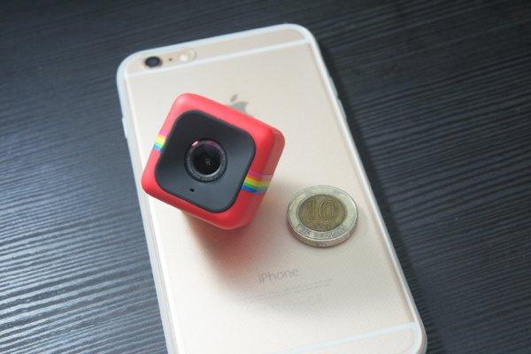 ▲和iPhone 6 Plus及10元硬幣比就知Polaroid Cube有幾小巧。