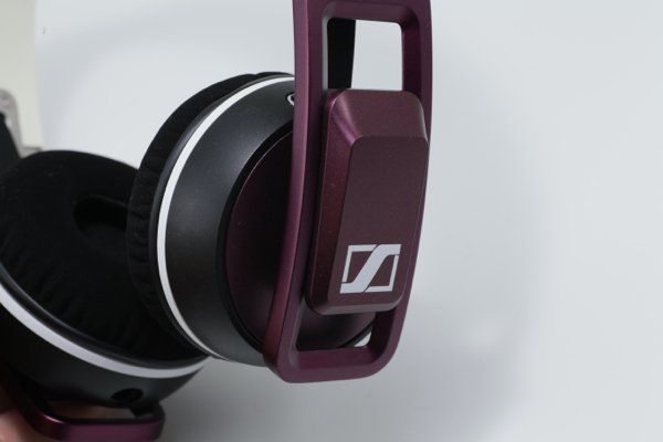▲耳罩採用無段式調校設計。