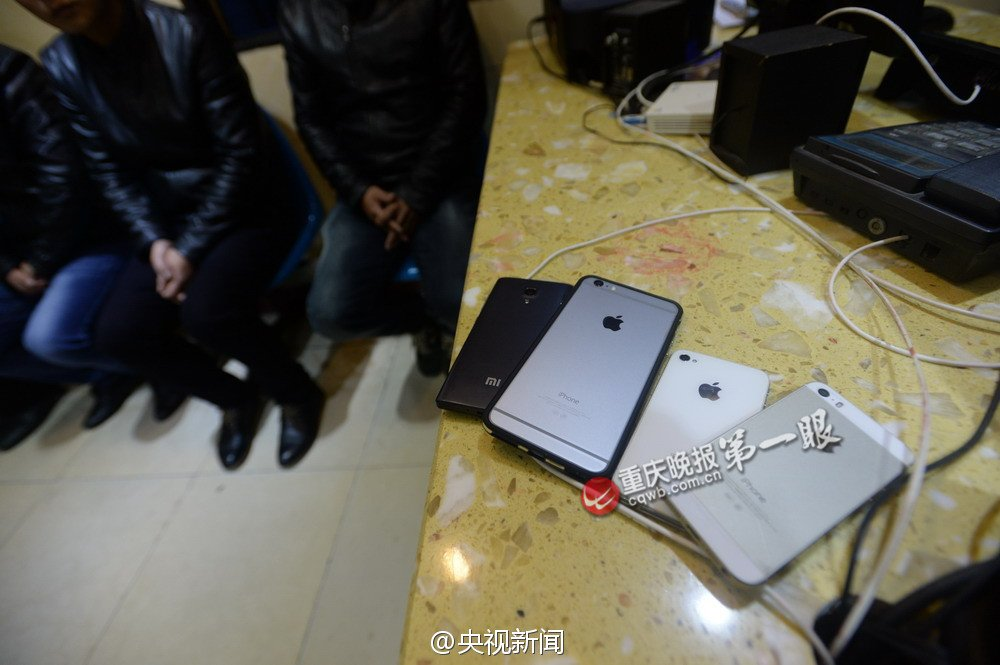 four-fake-beggars-have-iphone-6-plus_04