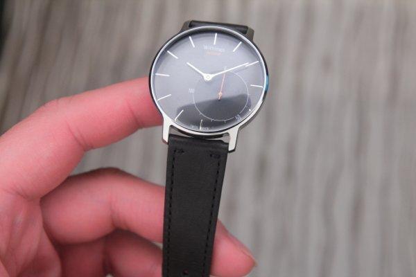 ▲錶面除時針外,另一個指針是用家的運動量計。