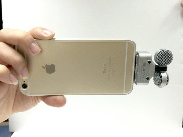 ▲顧及左右聲道位置正確,用右手持機拍攝,有時會出現遮鏡頭情況,如果設計稍為改改會更佳。