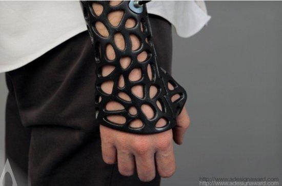 ▲3D 打印除了培育器官外,也用於製作透氣度高的支架,以便骨折人士使用。