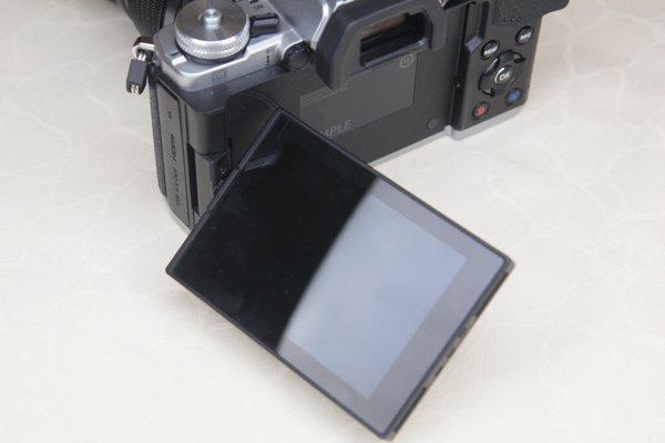 ▲屏幕採用多角度翻屏。