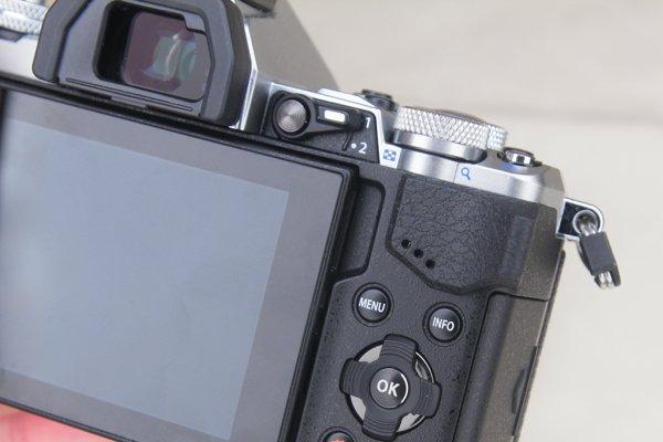 ▲2X2操作撥桿,可切換轉盤設定功能。