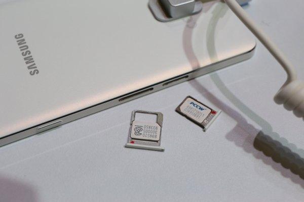 ▲雙 SIM 卡槽。
