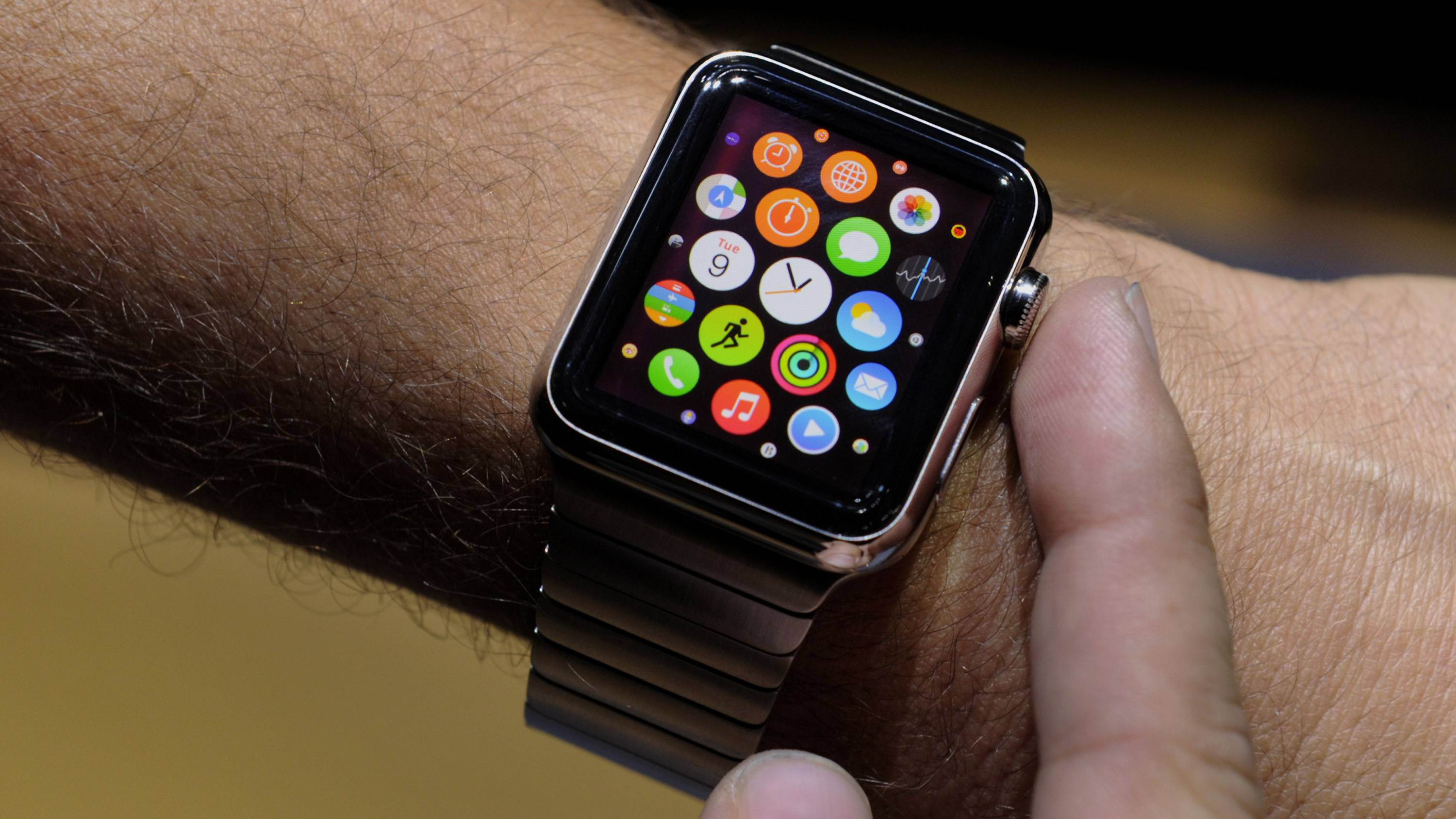 tim-cook-and-apple-watch_00a