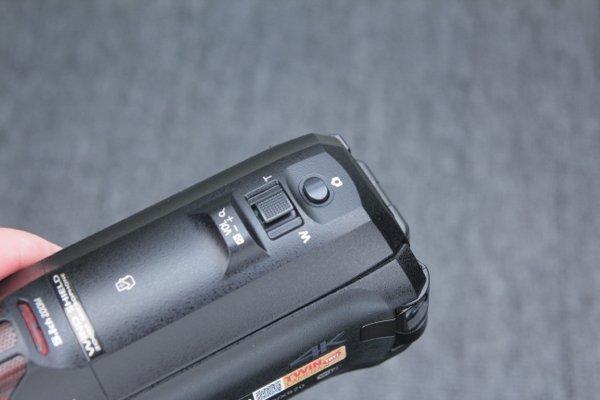 ▲在 Zoom 掣後是相片拍攝掣。