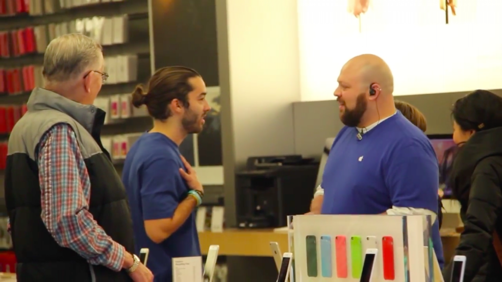 fake-apple-store-employee-said-apple-is-orange-microsoft-taste-good_04