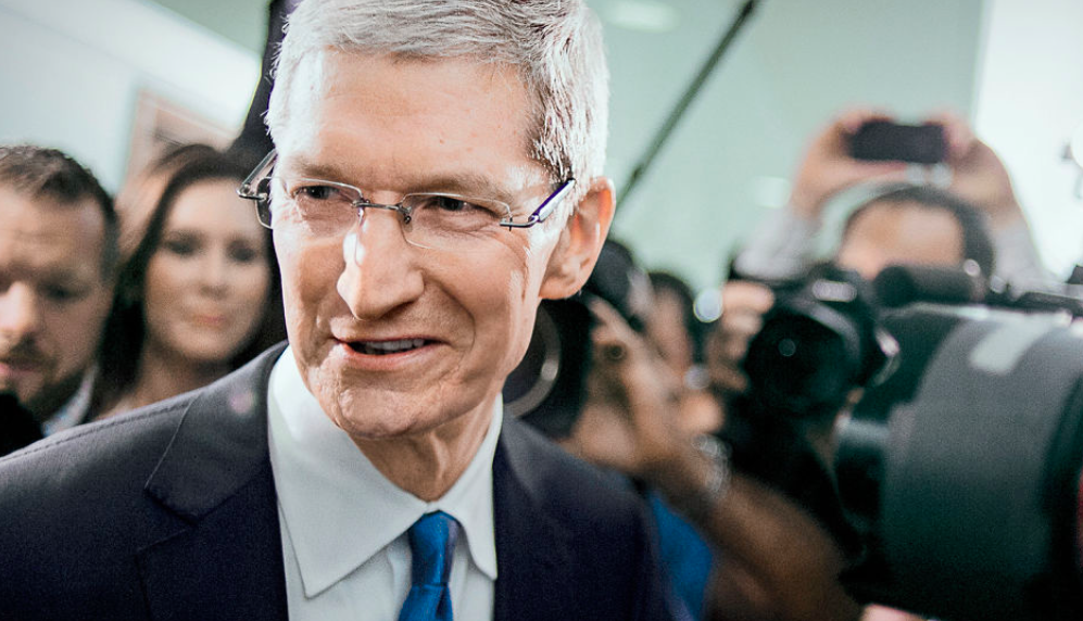 tim-cook-with-modern-apple-watch_00