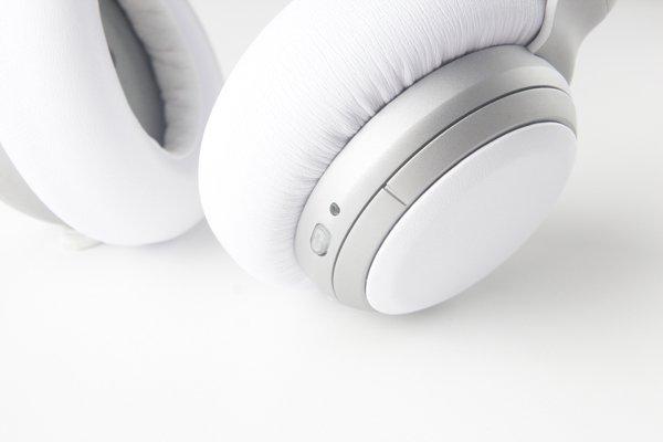 ▲左側轉環是調較音量。