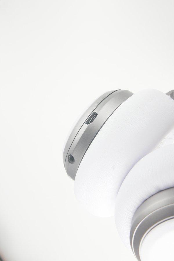 ▲用家可以Micro-USB 進行充電。