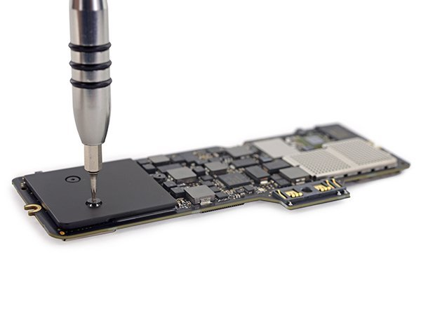 the-new-macbook-teardown-by-ifixit_03