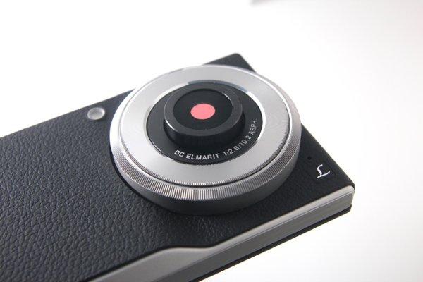 ▲開啟相機後,鏡頭部分會伸出。