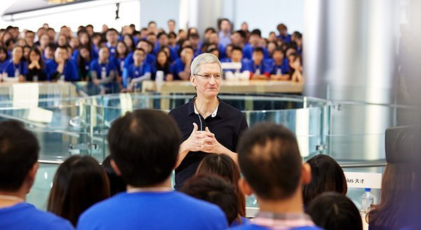 tim-cook-lunch-time-200k-usd_00