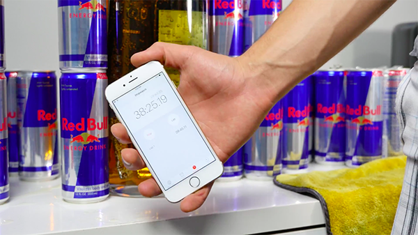 galaxy-s6-edge-and-iphone-6-in-red-bull_11