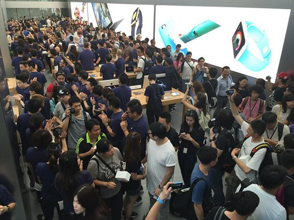 apple-store-canton-road-opens-0900_02