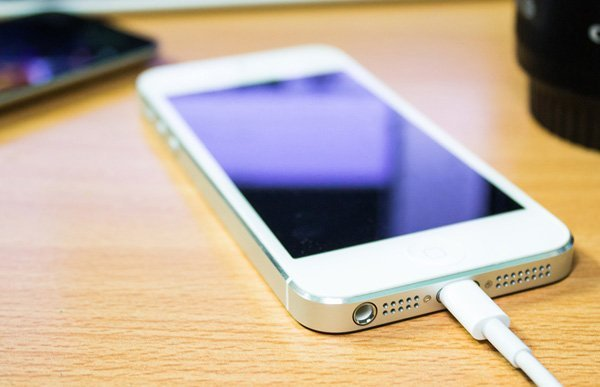 iphone-cannot-charge-in-the-train_02