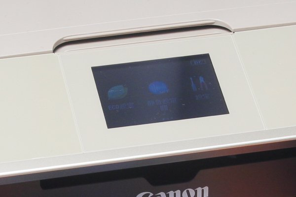 ▲機面有3.5吋的觸控屏幕。