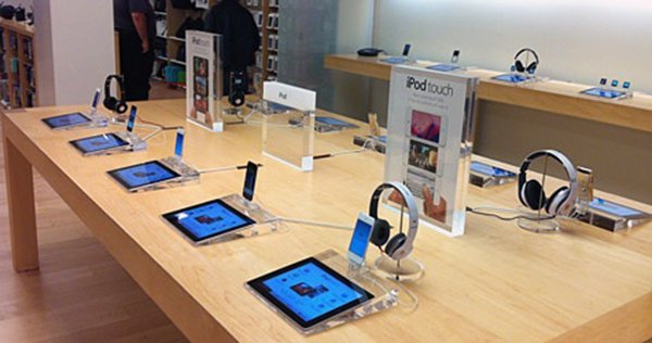apple-to-demote-ipod-stock-to-accessory-shelves-in-retail-stores_01