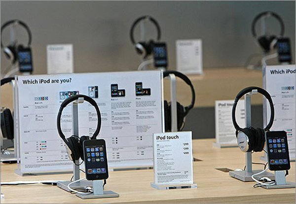apple-to-demote-ipod-stock-to-accessory-shelves-in-retail-stores_02