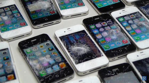 iphone-4-and-4s-smashed-with-hammer_05a
