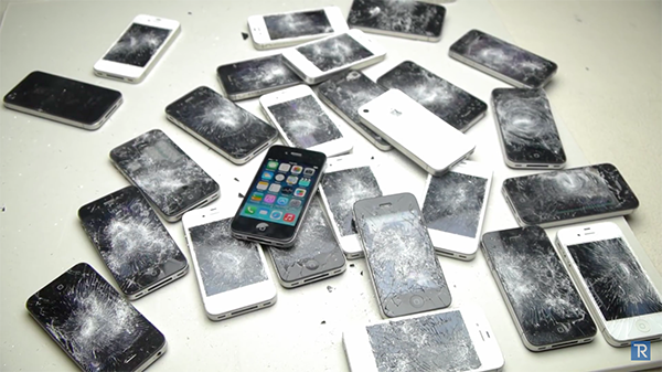 iphone-4-and-4s-smashed-with-hammer_06